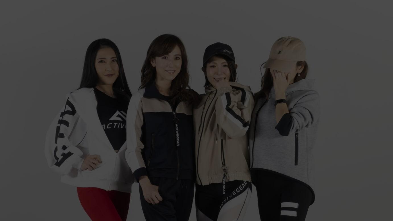 着用ヴィジュアル(左から)mio、tomoko、anna、Chii