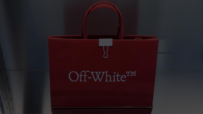 「オフ-ホワイト」2020年春夏コレクションのバッグ
