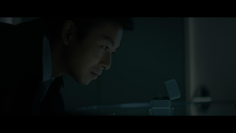 仲野太賀演じるケンジがティファニーの結婚指輪を選ぶシーン