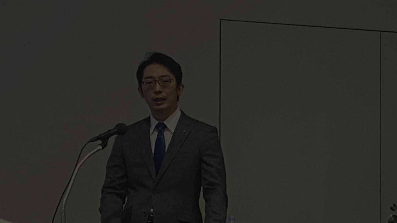 会見に登壇した鈴木信輝代表取締役社長