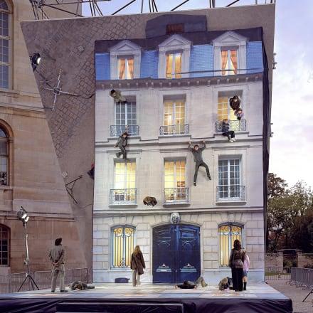 レアンドロ・エルリッヒ《Bâtiment》 2004, Nuit Blanche, Paris, France © Leandro Erlich Studio