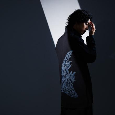 黒羽麻璃央 Image by ヨウジヤマモト