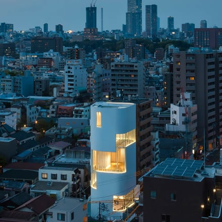 Exterior view of the YAYOI KUSAMA MUSEUM 草間彌生美術館外観 Image by Photo by Kawasumi-Kobayashi Kenji Photograph Office