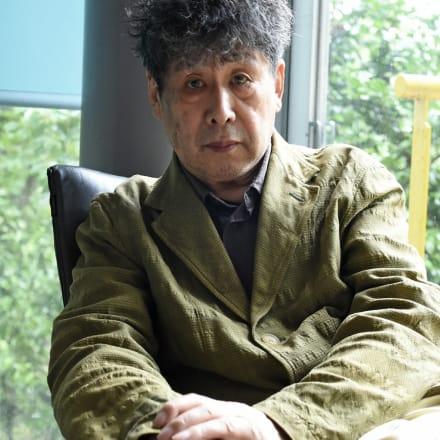 横尾忠則近影(角南範子撮影、2020年)