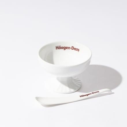 (上から)アイスクリームカップ(1540円)、スプーン(495円/いずれも税込)