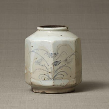 《染付秋草文面取壺》(瓢形瓶部分) 朝鮮半島 18世紀前半 日本民藝館