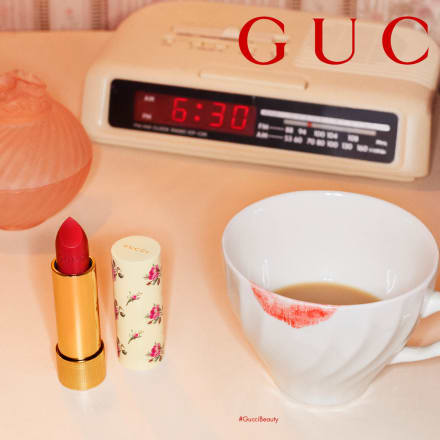 Photographer: Martin Parr、Model:Mae Lapres wearing 25* Goldie Red Rouge à Lèvres Voile