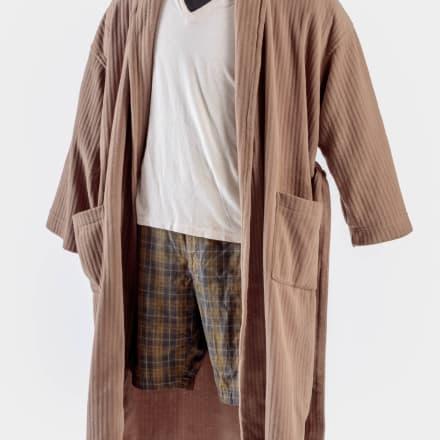 「ビッグ・リボウスキ(The Big Lebowski)」(1998年) でジェフ・ブリッジズ(Jeff Bridges)が着たデュードの バスローブ一式アカデミー映画博物館写真:ジョシュア ・ホワイト、JW Pictures/©Academy Museum Foundation