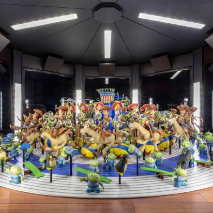 ロサンゼルスのアカデミー映画博物館に設置された「ト イ・ストーリー(Toy Story)」の3D回転のぞき絵アカデ ミー映画博物館写真:ジョシュア・ホワイト、JW  Pictures/©Academy Museum Foundation