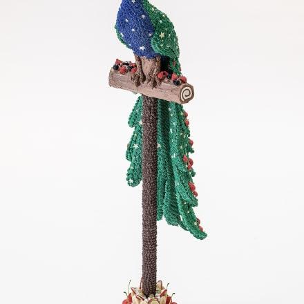 渡辺おさむ「Holy peacock」2020年 FRP、モデリングペースト、アクリル絵具、樹脂