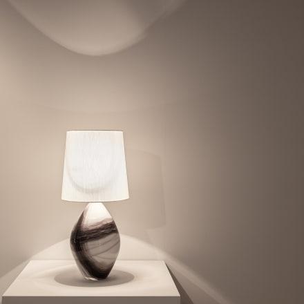 イイノナホ「時の素描 No.26」2020年 ガラス、真鍮灯具
