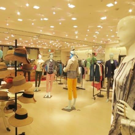 2階 コンテンポラリーカジュアル 服飾雑貨も充実