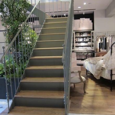 「Maison de Reefur」店内 2階、山本宇一氏がプロデューズするカフェ「Rosalie(ロザリー)」へ続く階段