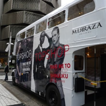 オープン告知のバス