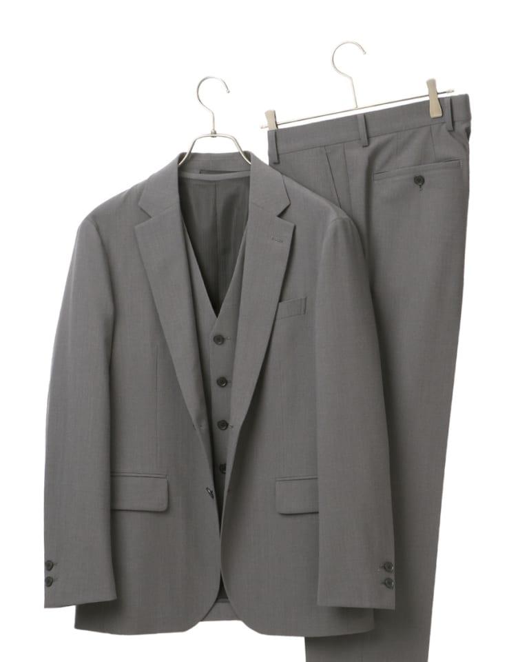 デサントと共同開発した3ピーススーツ