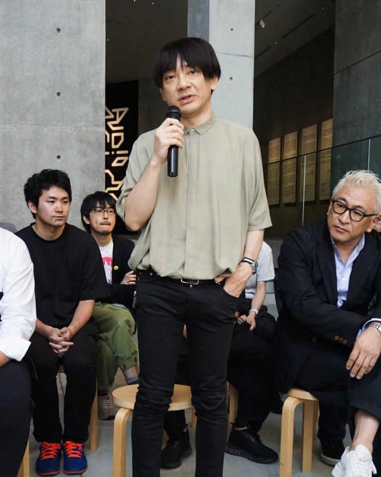 21_21 DESIGN SIGHTの企画展の内覧会に登場した小山田圭吾(2018年6月掲載)