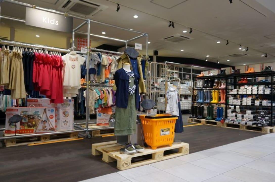 1号店で子供服や靴が人気なのを踏まえ、浅草店でも充実した売り場を作った