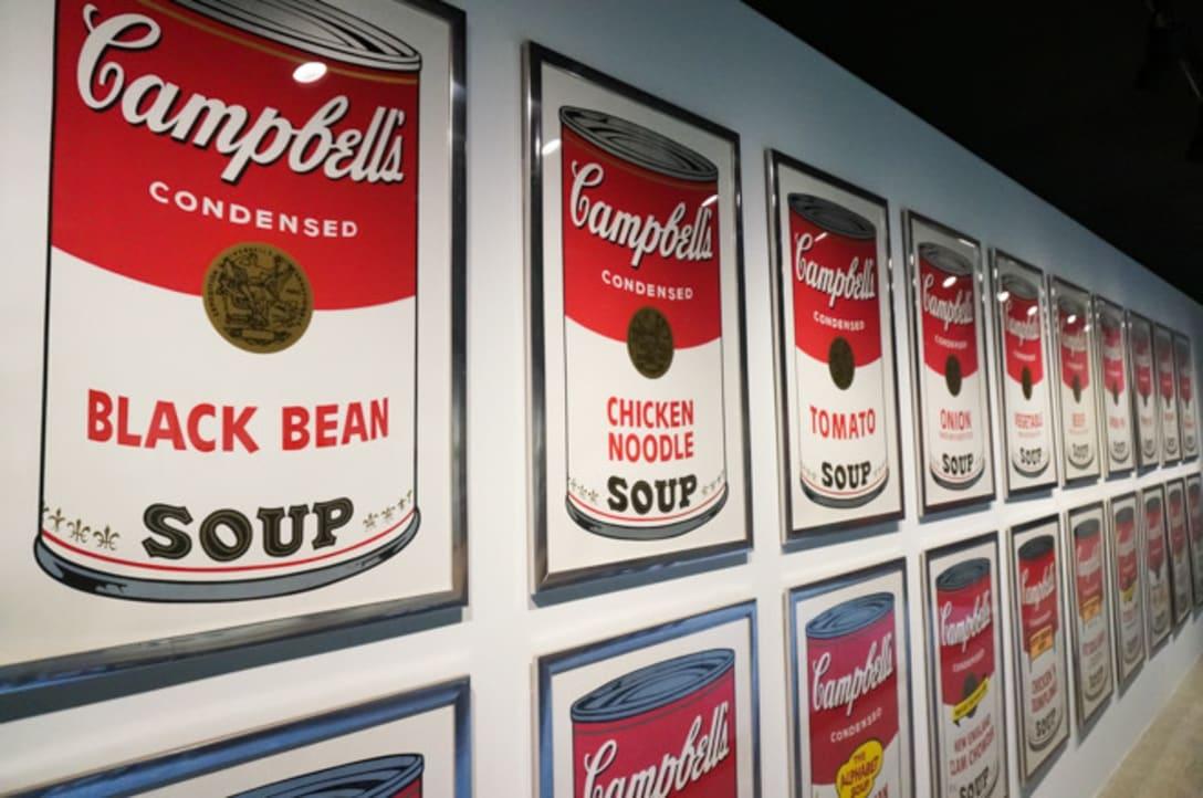 ZOZO本社にもキャンベルスープ缶シリーズが飾られている(2016年撮影)