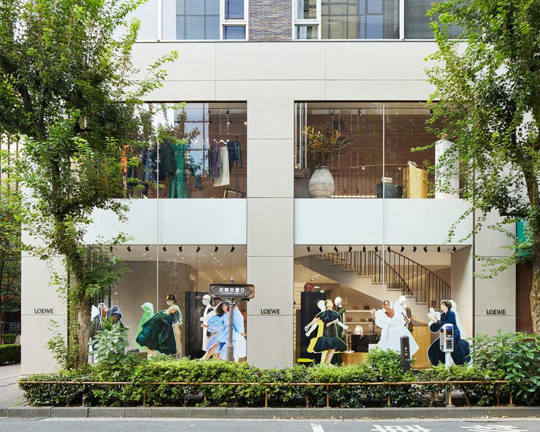 銀座のフラッグシップストア「CASA LOEWE Tokyo」のウィンドウ Image by LOEWE