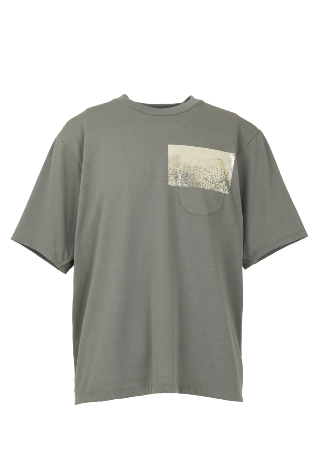 ショートスリーブTシャツ(ホワイト・ブラック・グレー・ベージュ・オリーブ5色展開、各税別1万1000円)※写真はオリーブ