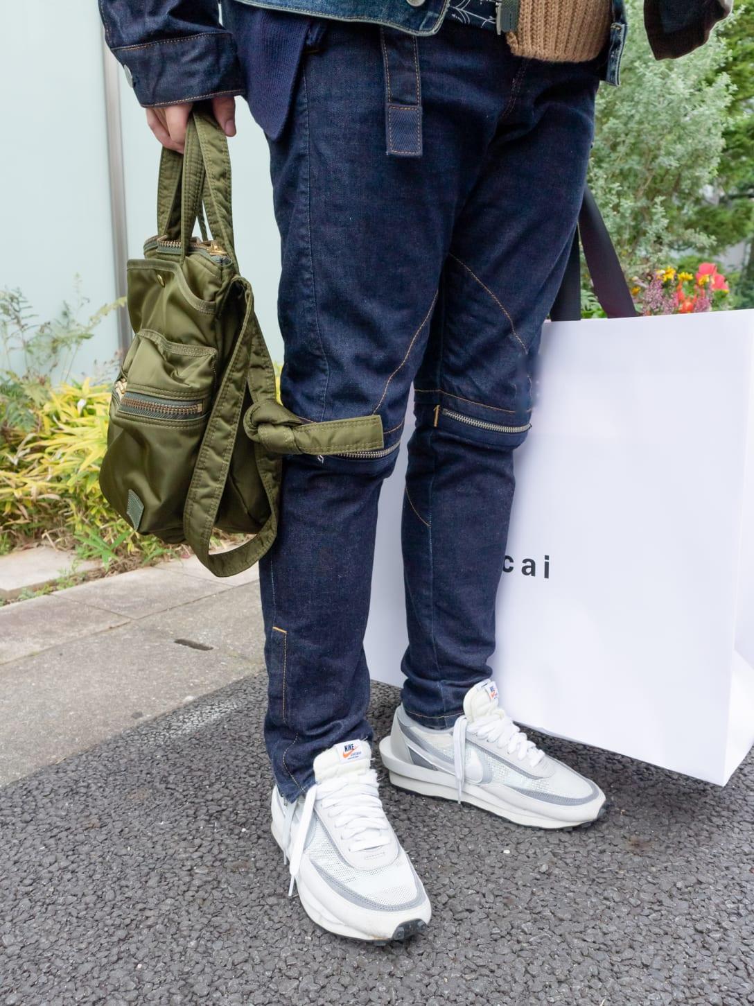 パンツとバッグもサカイのアイテム