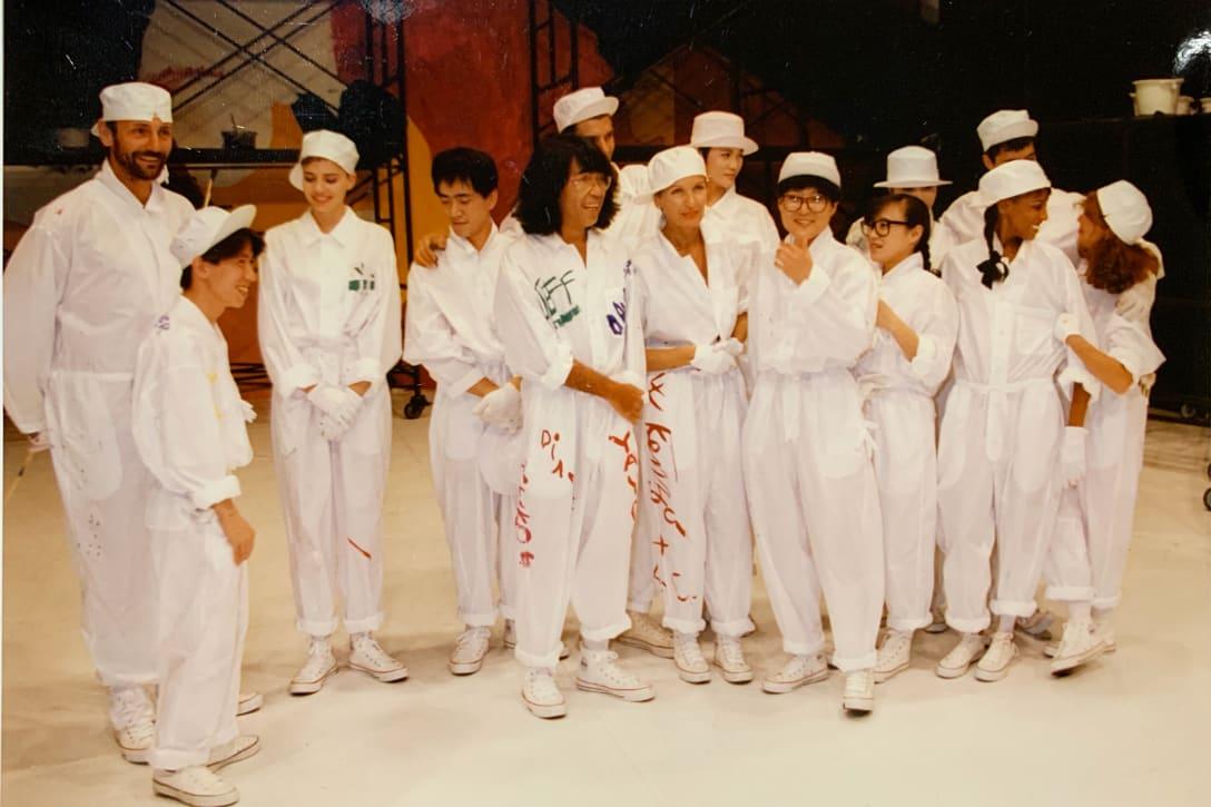 1987年「夢工場」:東京と大阪でKENZOブランドのショーを開催。中央:高田賢三(筆者提供)