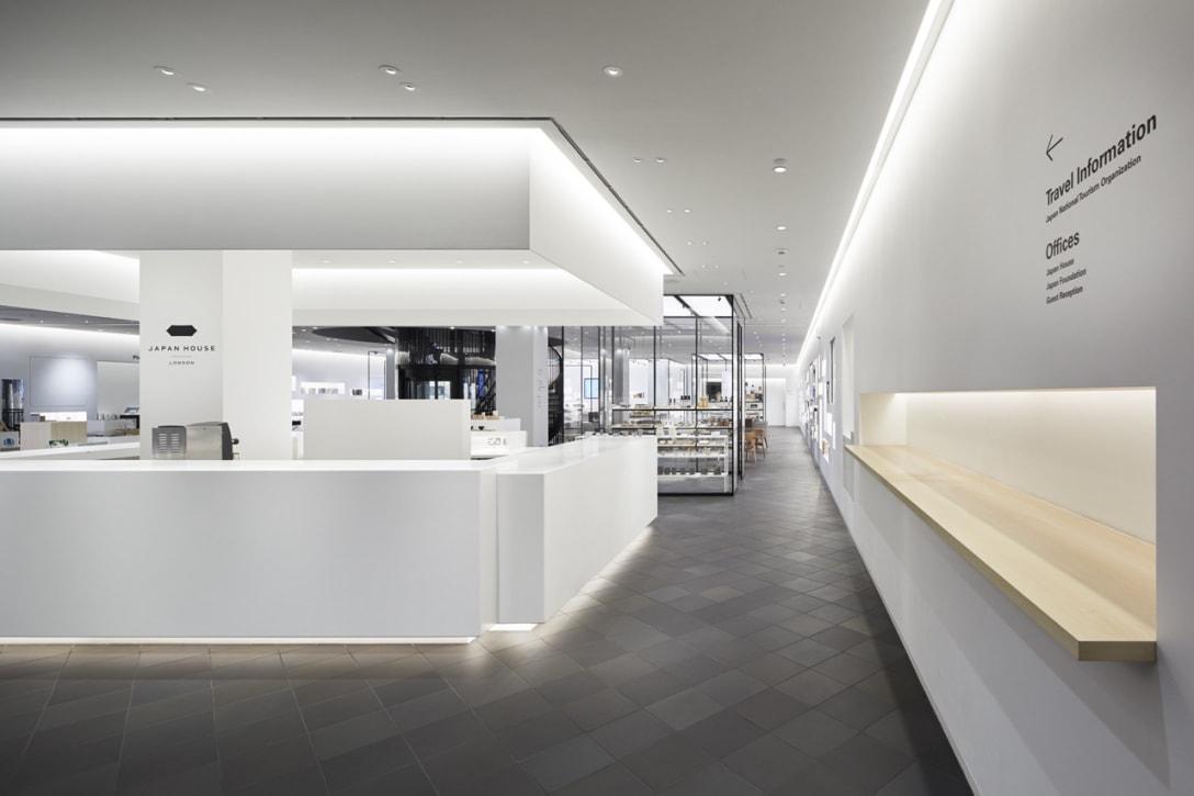 2018年にロンドンでオープンした外務省主導のプロジェクトJAPAN HOUSEは、日本への深い理解と共感の裾野を広げるための海外拠点。ショップやギャラリーで構成されるフロアのコンセプトは、日本の「床の間」。床の間の掛け軸や花が変われば部屋全体の印象が変わるように、そこにあるモノ、起こるコトによって場の魅力が変化する、日本らしい独特の性質を持つ空間を目指した。