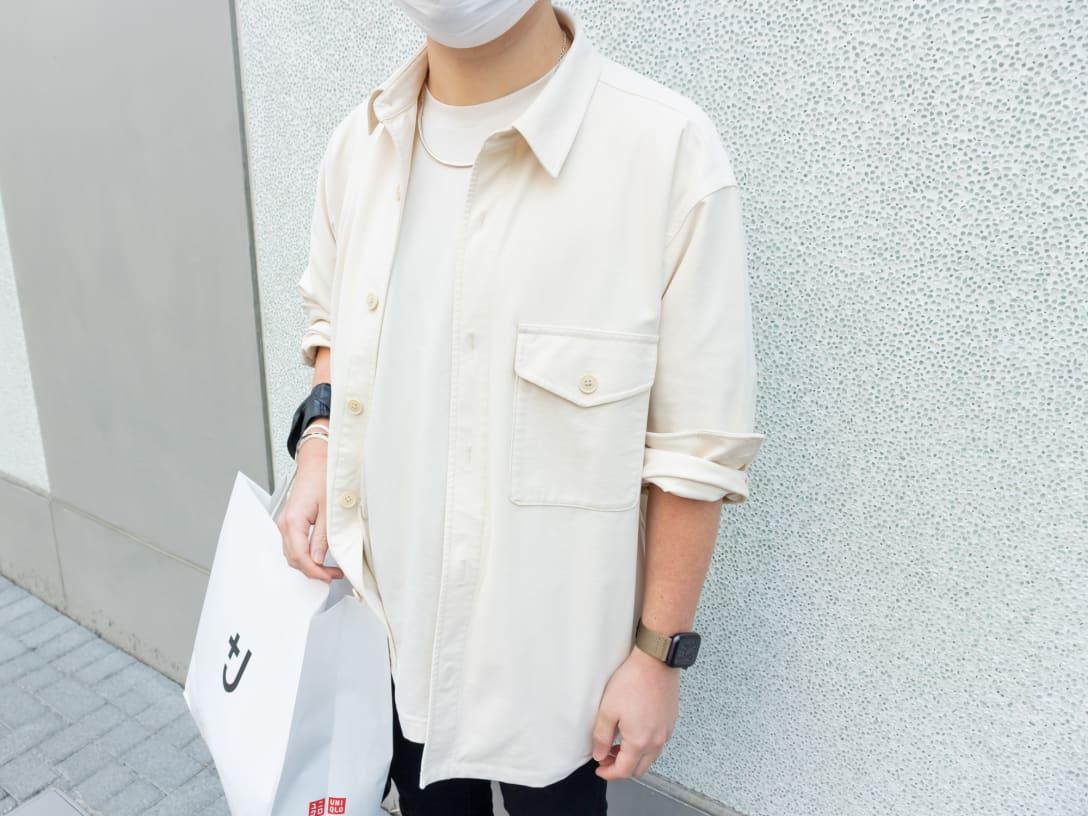 ジャケットはユニクロ、Tシャツはユニクロ ユー(Uniqlo U)だそう。