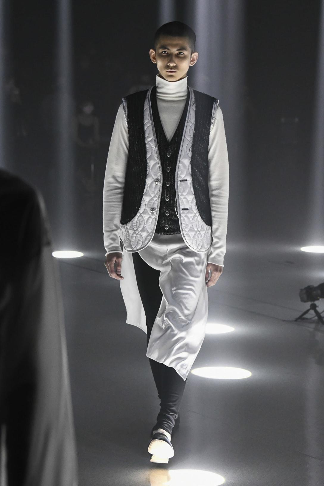 「sulvam」2021年秋冬コレクション Image by FASHIONSNAP.COM(Look:Mika Inoue、Atmosphere:Ippei Saito)