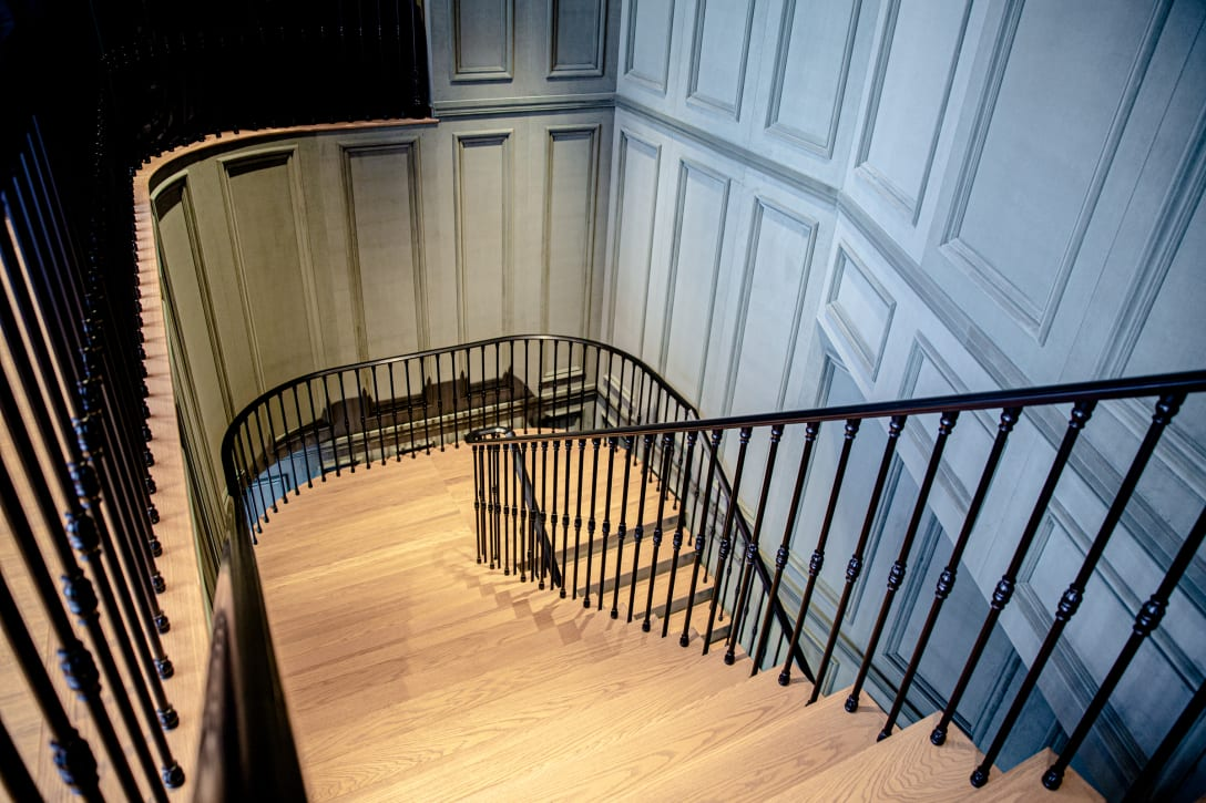 フロアを繋ぐ大階段
