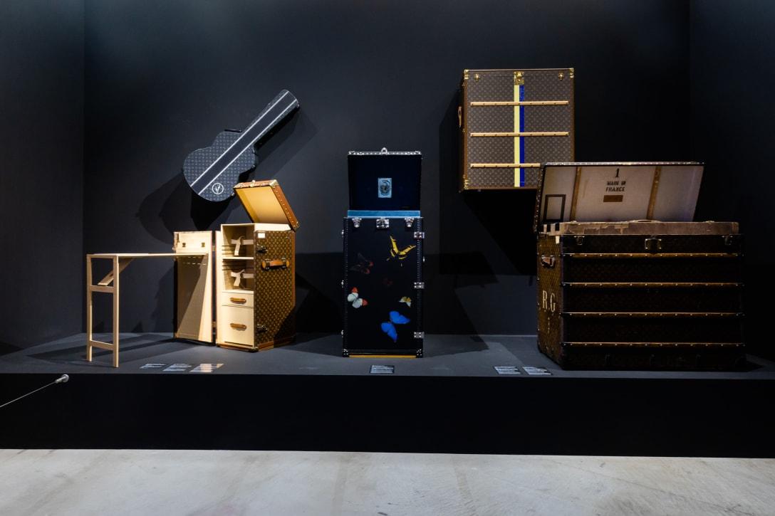 右のトランクケースは、2018年にアムステルダム国立美術館の依頼でフェルメールの絵画「牛乳を注ぐ女」を日本に運搬するためにオーダーメイドで製作されたもの。