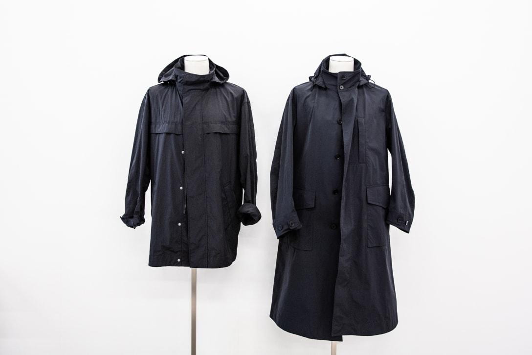 メンズのオーバーサイズステンカラーコート(1万4900円)とオーバーサイズフーデッドロングコート(1万4900円/いずれも税別)