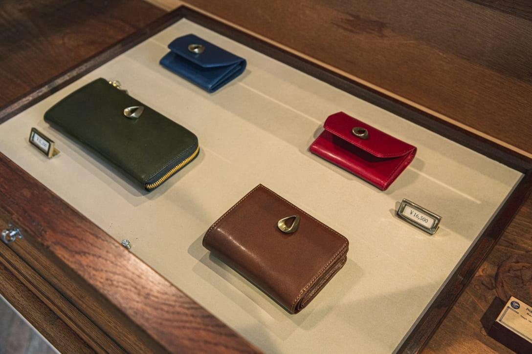 ブランドアイコンの真鍮金具がアクセントになった「プリマ(prima)」 シリーズ(1万5000円〜3万2000円)