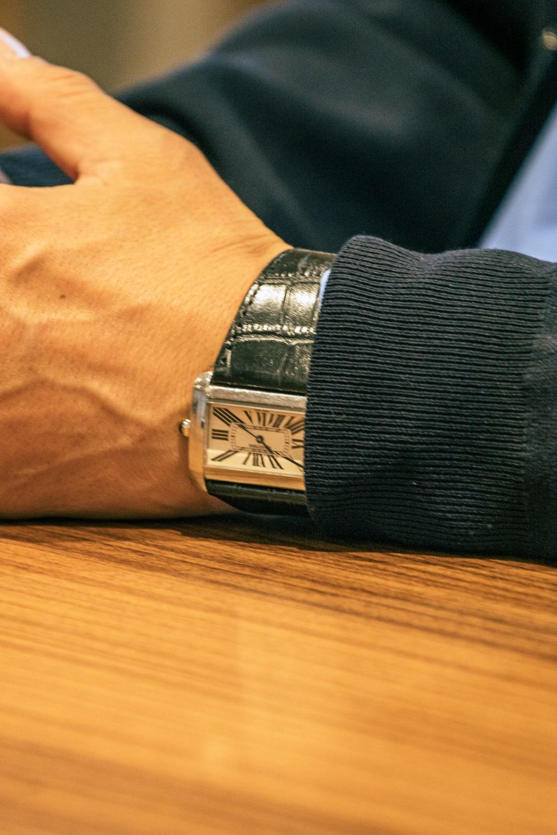 愛用の時計は「カルティエ」 Image by FASHIONSNAP.COM