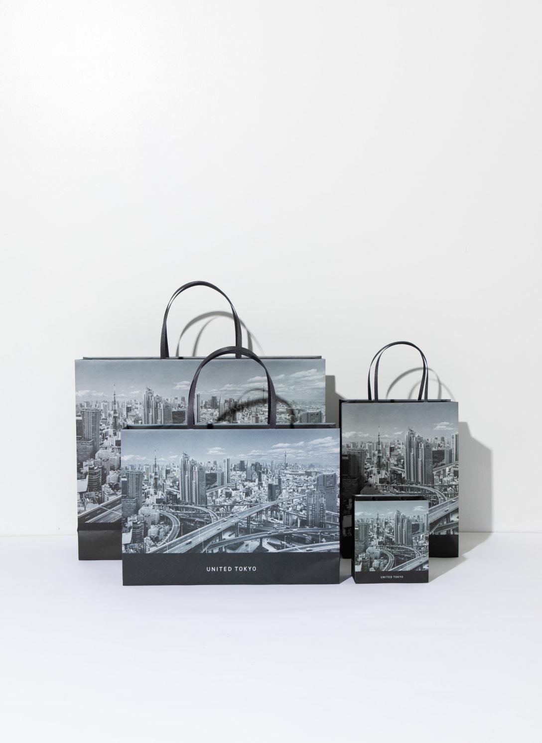 新ショッパーにはフォトグラファーのP.M.KENが撮影した東京の街並みをコラージュした写真をプリント Image by TOKYO BASE