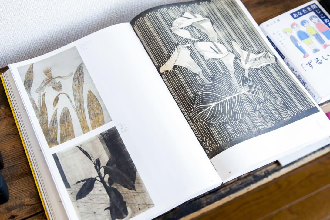 部屋に開いて置かれていたサミュエル・メスキータの作品集