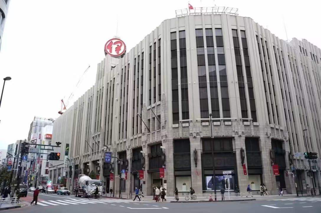 伊勢丹新宿店の外観 Image by FASHIONSNAP.COM