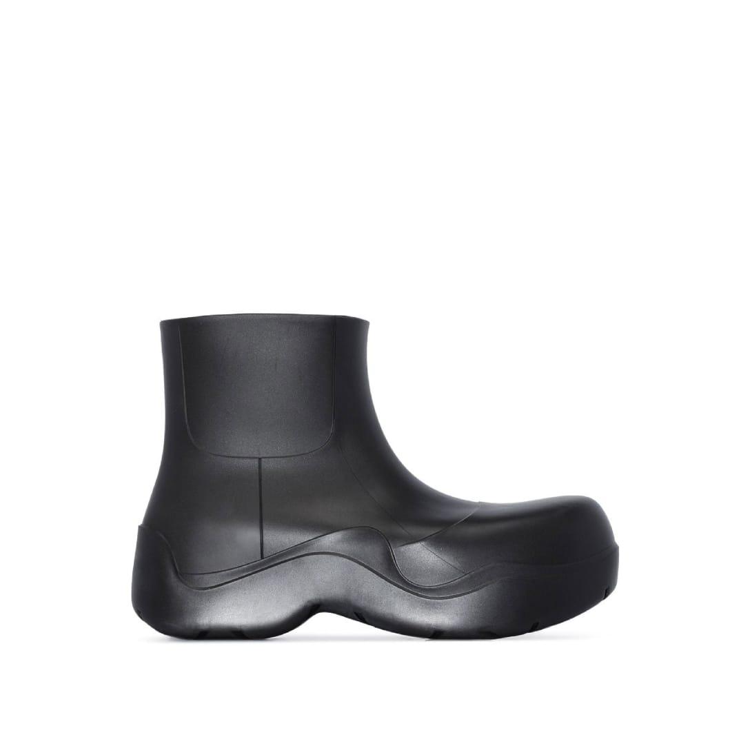 ボッテガヴェネタ(BOTTEGA VENETA) ブラック マット The Puddle ブーツ $650(関税・消費税込)