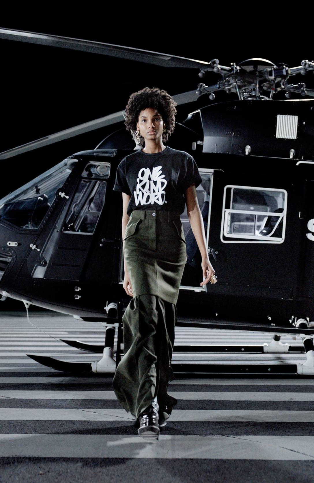エリック・ヘイズとのコラボレーションTシャツ Image by sacai