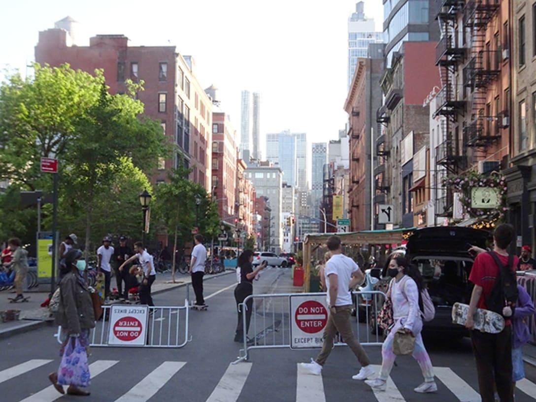 センター・ストリート。レストランが多く並ぶ通り。昨年夏の早い時点からストリータリーが並んでいた。