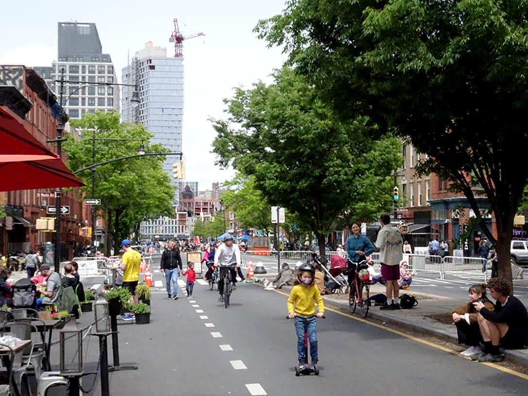 ブルックリンのヴァンダービルト・アヴェニュー。オープン・ストリートが大成功しているネイバーフッドの一例。