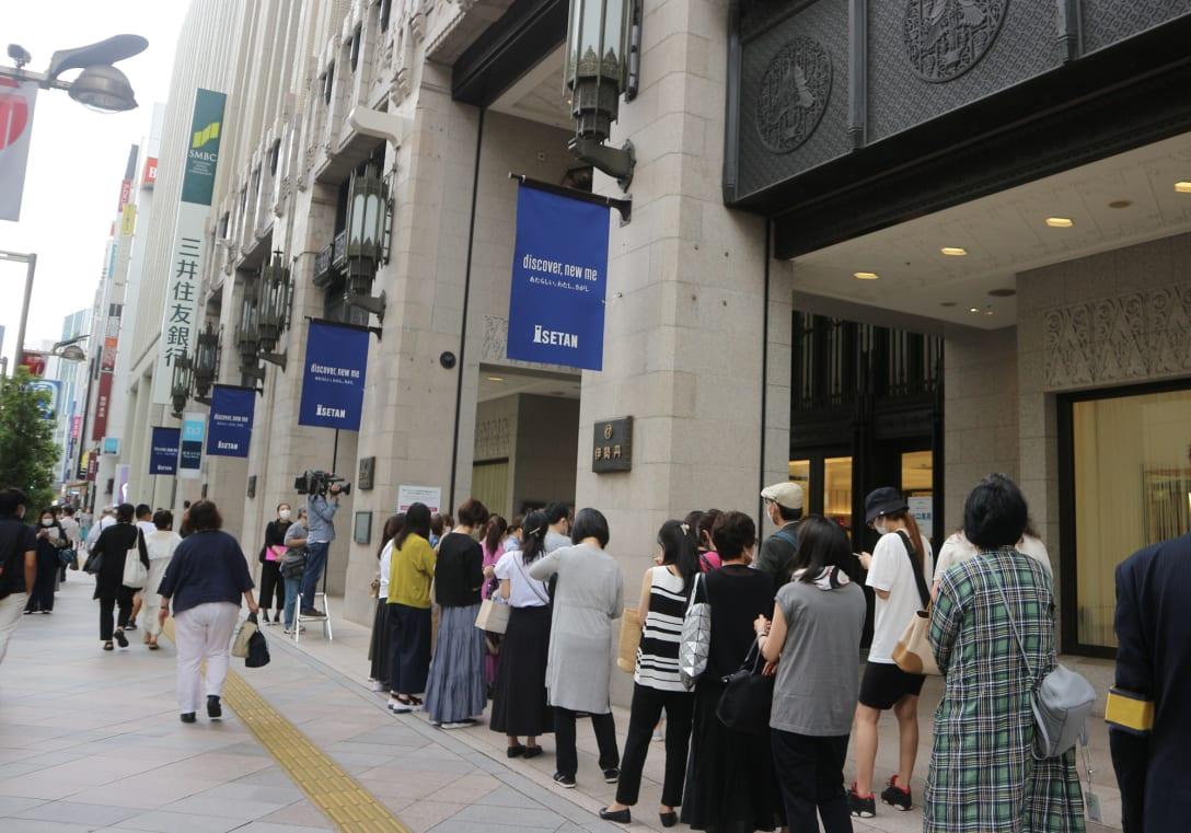 伊勢丹新宿店 開店前の様子 Image by FASHIONSNAP
