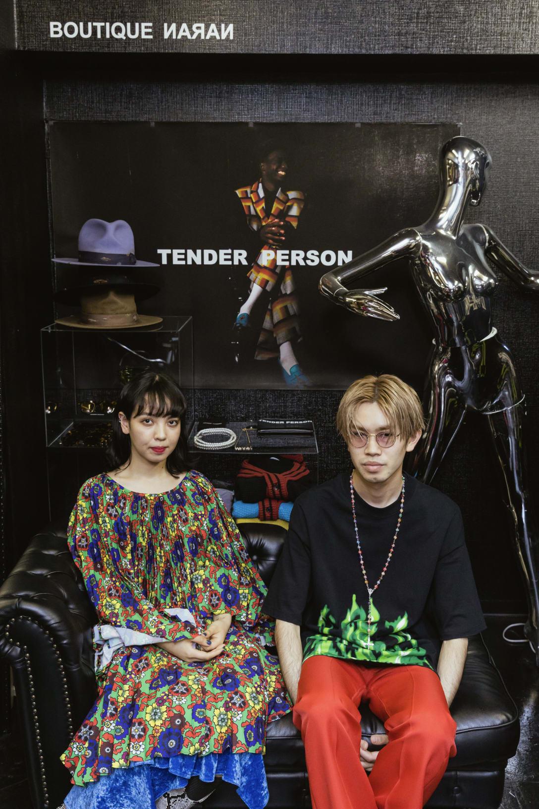 左)ビアンカサユリ、右)ヤシゲユウト Image by FASHIONSNAP
