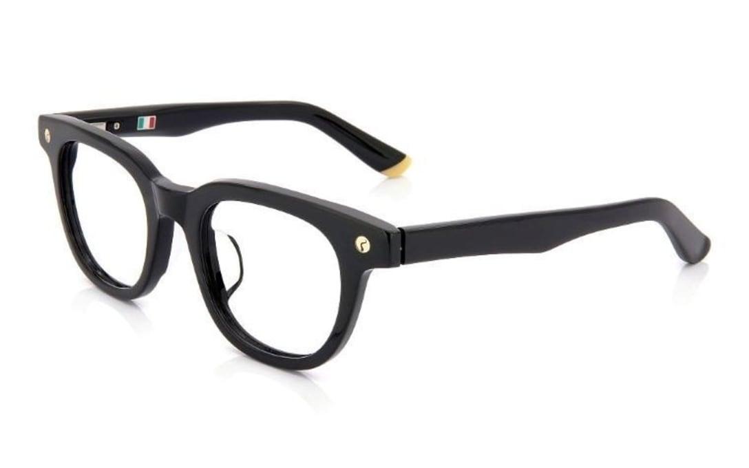 ヒカルさんがプロデュースした協業眼鏡「リザード×オンデーズ」で人気のウェリントン