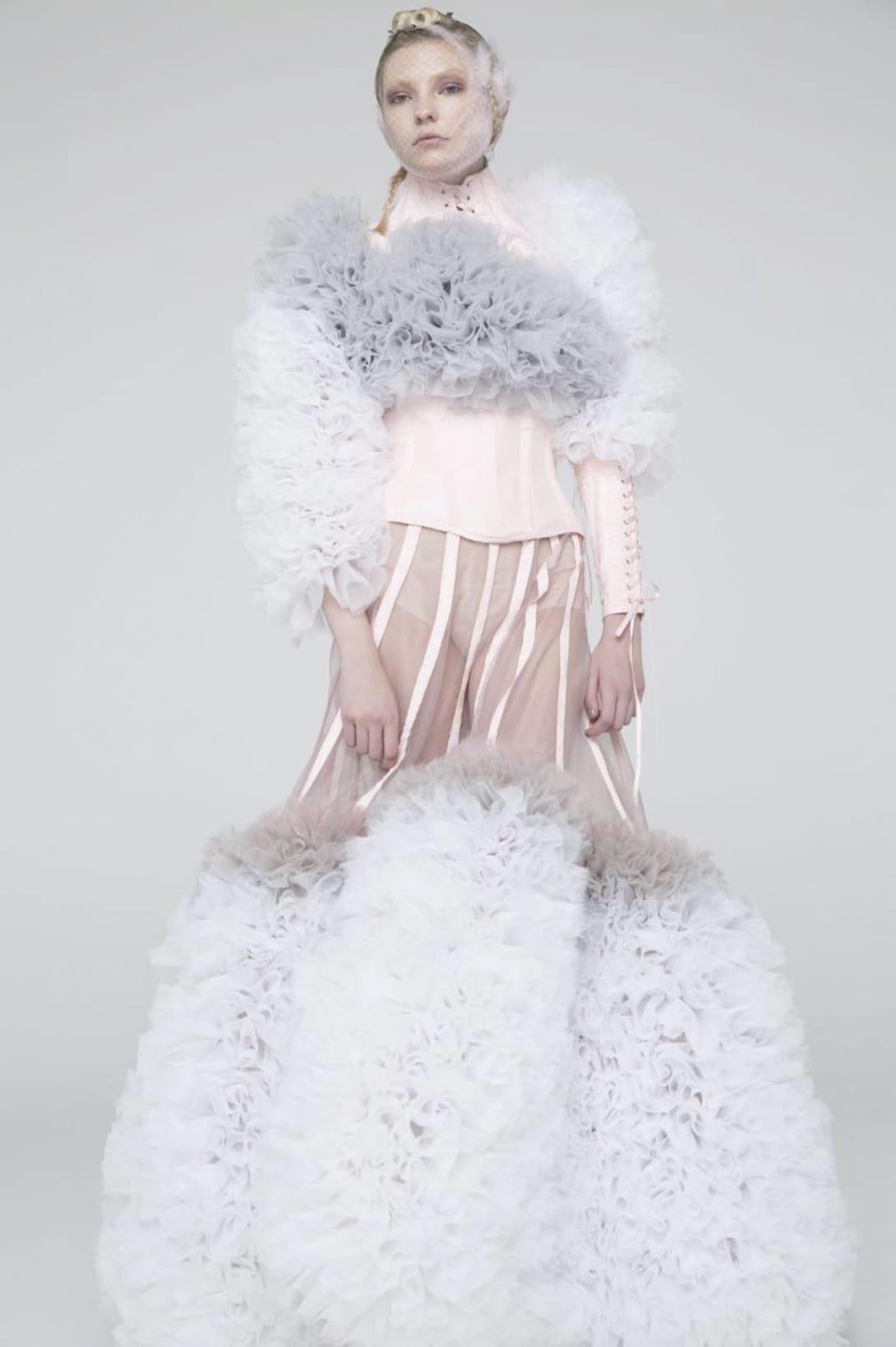 後にレディー・ガガが着用したドレス Image by TOMO KOIZUMI