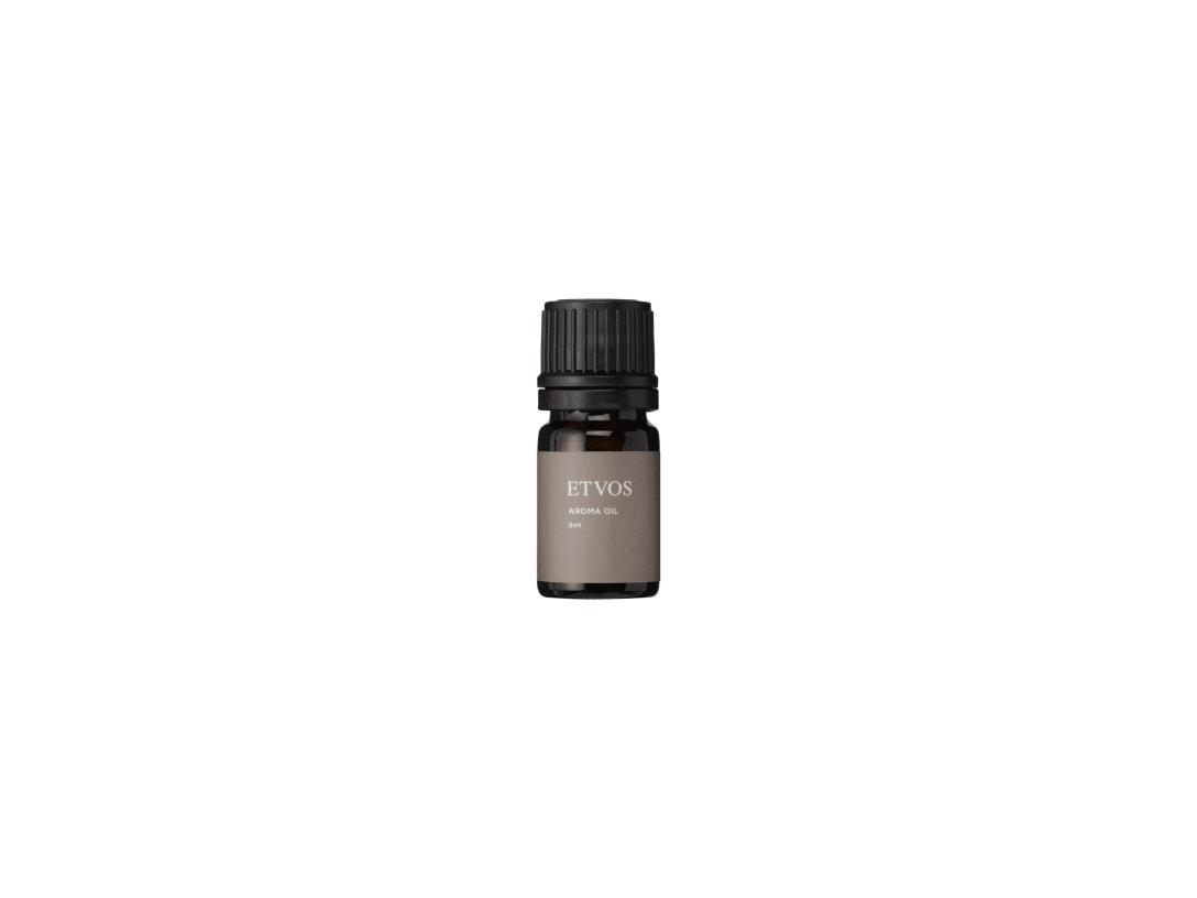「アロマオイル」(2750円)ベルガモットやゼラニウム、イランイラン、サンダルウッド、パチュリなどの香りをブレンド