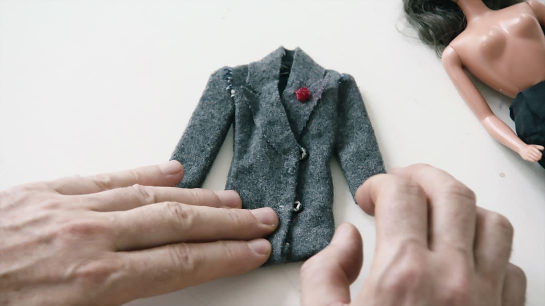 初めて自身で作った服、「既にマルジェラっぽい」とは本人の談 Image by © 2019 Reiner Holzemer Film – RTBF – Aminata Productions