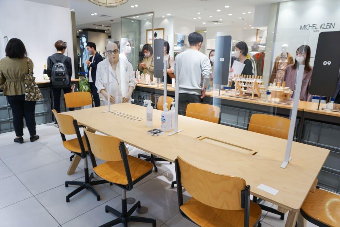 """""""アンバサダー""""と来店客が気軽に話せるスペースも。 Image by FASHIONSNAP"""