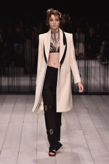 Alexander McQueen -Women's- 2016-17AW ロンドンコレクション 画像16/42