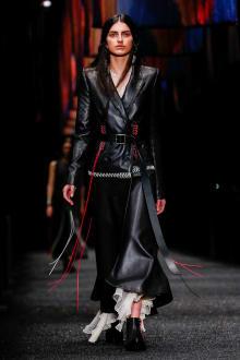 Alexander McQueen 2017-18AW パリコレクション 画像1/45